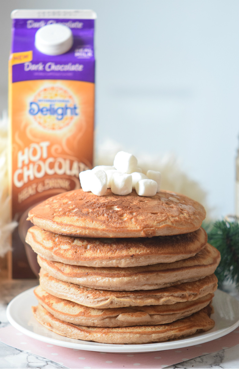 How to make chocolate pancakes!! Seriously guys this Hot chocolate pancake recipe is the best ever!!! | carmelapop.com