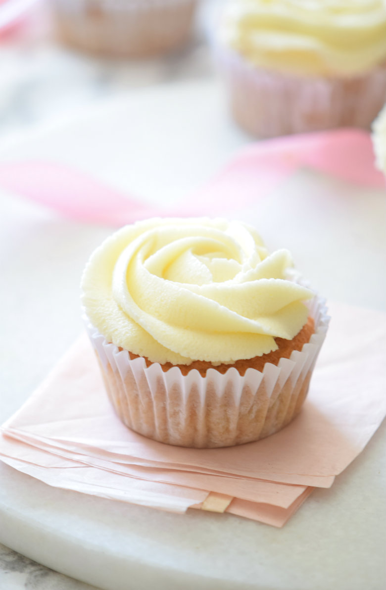 The ultimate Carrot Cake Cupcakes! Super FLUFFY and topped with the most delicious frosting. I love how easy this carrot cake cupcakes recipe is! | carmelapop.com