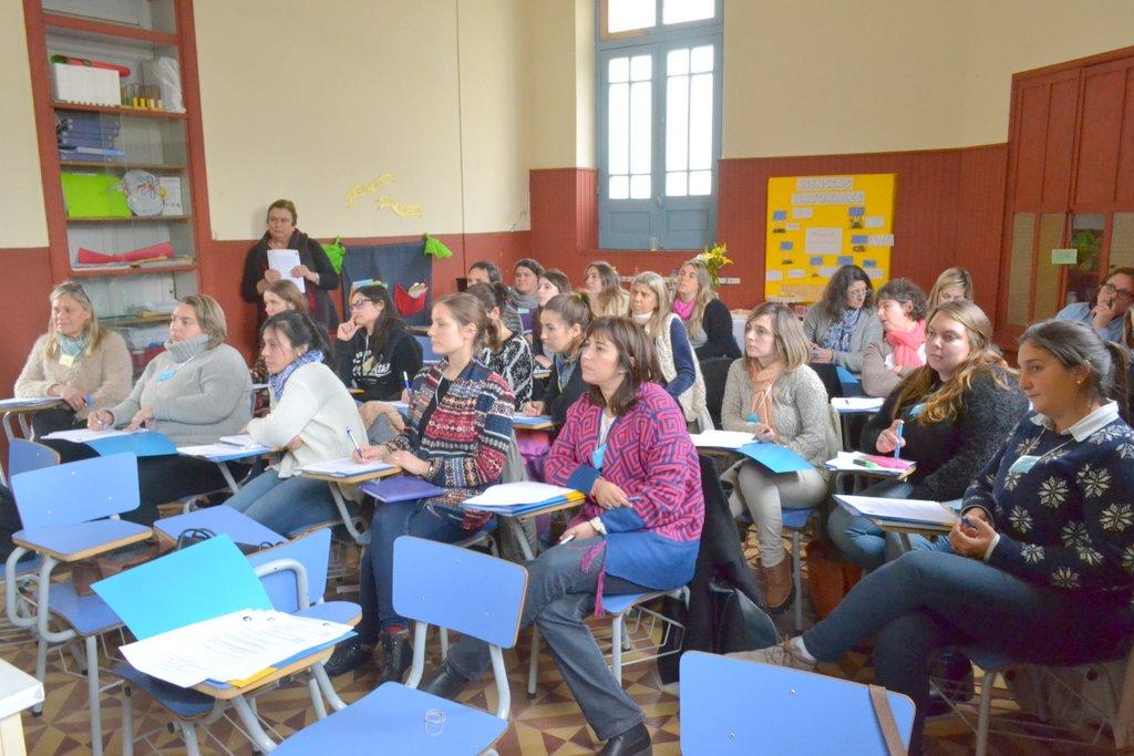 El Colegio Bilingüe del Carmen recibió a docentes de la zona en taller impartido por la Directora General del International House Prof. Rosario Estrada