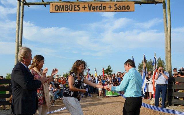 Inauguran en Ombúes de Lavalle parque de tres hectáreas - Carmelo Portal