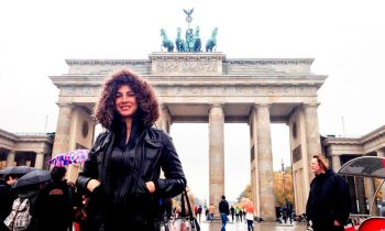 Carmen-Dominicci-Trotamundos-Berlin-Puerta-Brandeburgo