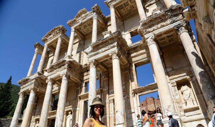 Carmen-Dominicci-Trotamundos-Biblioteca-Celso-fachada