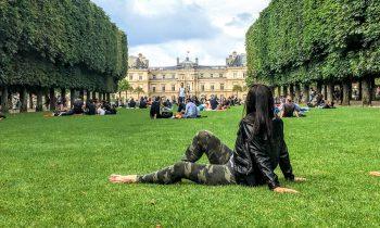 Carmen-Dominicci-Trotamundos--Jardin-de-Luxemburgo-picnic-Paris-Francia