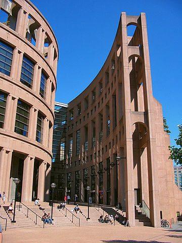 exterior biblioteca central de vancouver