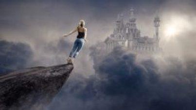 Enfrentarte a tus miedos es posible. La chica de la foto que está a punto de saltar al vacío, lo ha hecho.