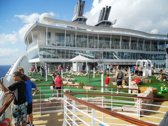 Putting Green Course on the Oasis of the Seas