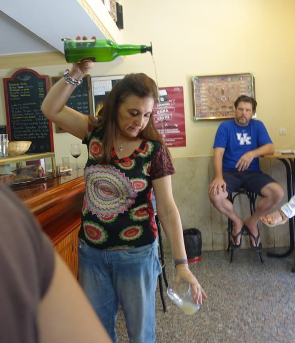 Madrid Food Tour - Cerveriz Bar - This is how cider must be served