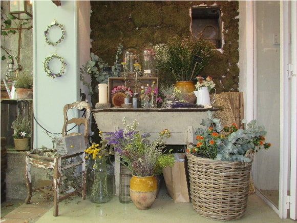Federica & Co - How many wildflowers in this exhibition!
