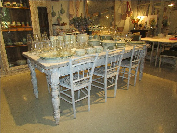 Federica & Co - Antique table and tableware for sale in Home & Decor