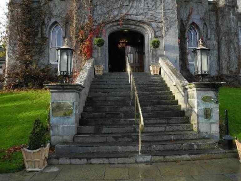 Dreamland Castle steps to reception area, Ireland