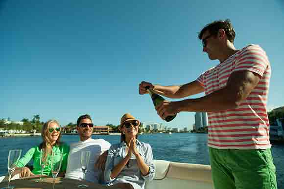 Entertaining on a boat with Boatsetter