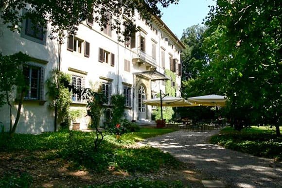 Outdoor garden seating area of Villa La Principessa, Lucca