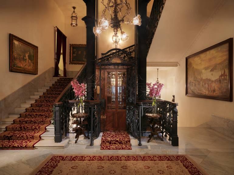 Electric Elevator - Pera Palace Istanbul