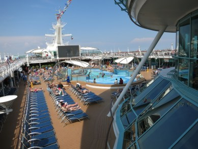 Afbeeldingsresultaat voor Splendor of the seas pool deck