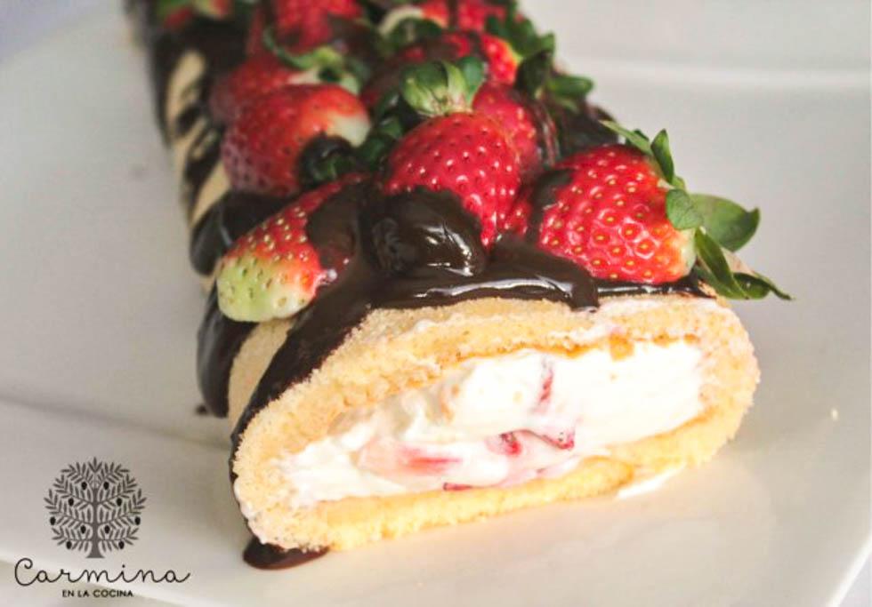 Brazo de nata con fresas y chocoaove