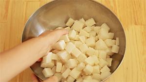 préparation du kimchi de radis