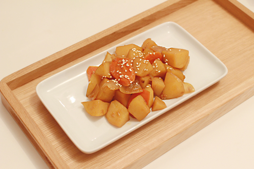 Cuisine coréenne: gamja jorim(mijoté de pomme de terre)