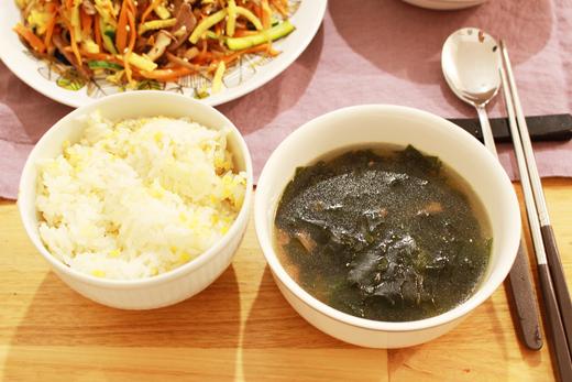 Cuisine coréenne: miyeokguk (soupe d'algues)