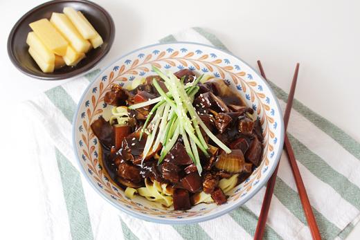 Jajangmyeon : un plat chinois au style coréen.