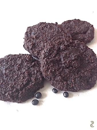 Cookie sésame noir, cacao et haricots noirs http://wp.me/p389oa-134
