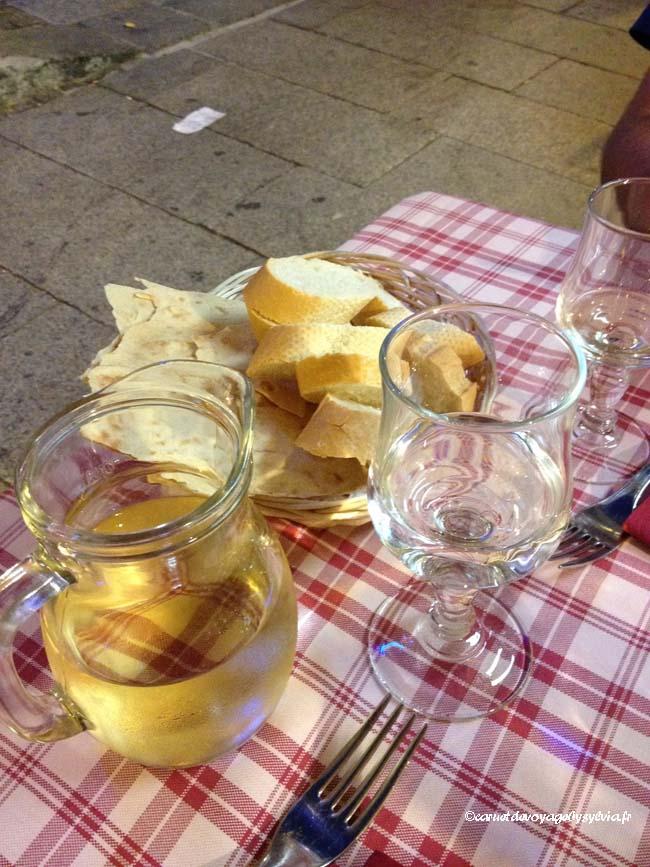 Cagliari - SARDAIGNE(pichet de vin )