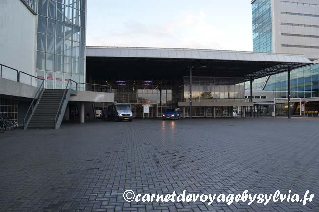 Notre parking à la périphérie du centre-ville d'Amsterdam
