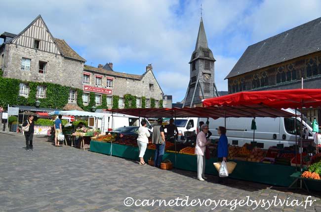 le marché traditionnel Honfleur