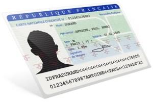 Voyager avec une carte d'identité périmée