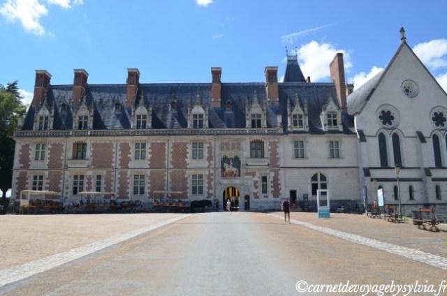 Vue sur une des façades du château de Blois