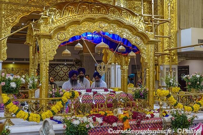 Intérieur du temple Sikh à New Dehli.