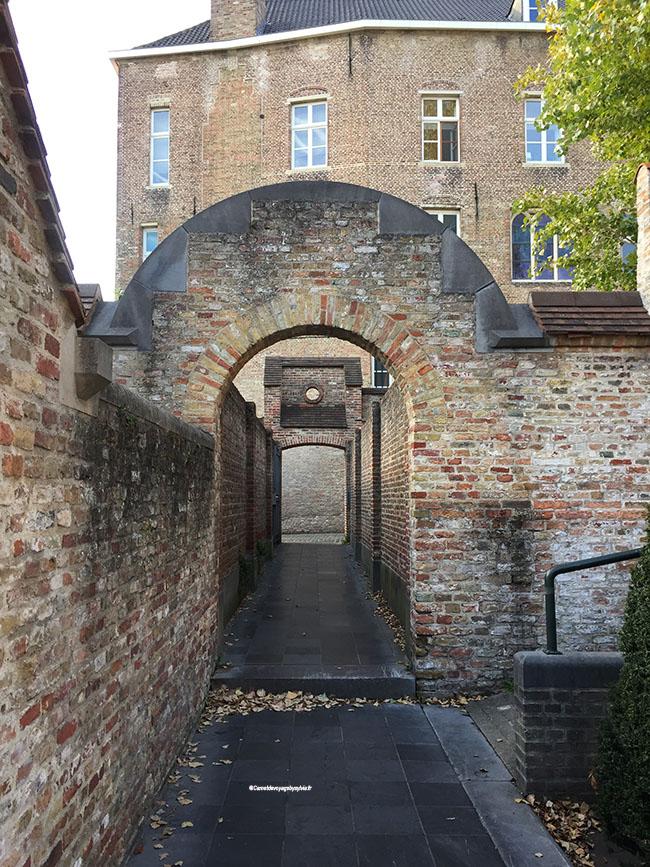 ruelle médiévale bruges