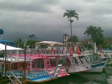Les bateaux qui proposent les promenades en mer paraty