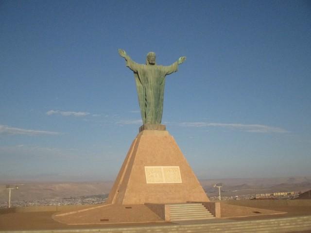 Le Christ au sommet du morro de Arica