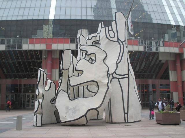 """""""monument à la bête debout"""" en fibre de verre Jean Dubuffet"""