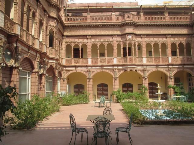 cour Palais Bhanwar Niwas
