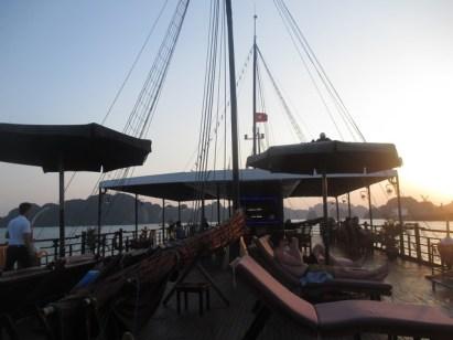 coucher soleil baie Halong