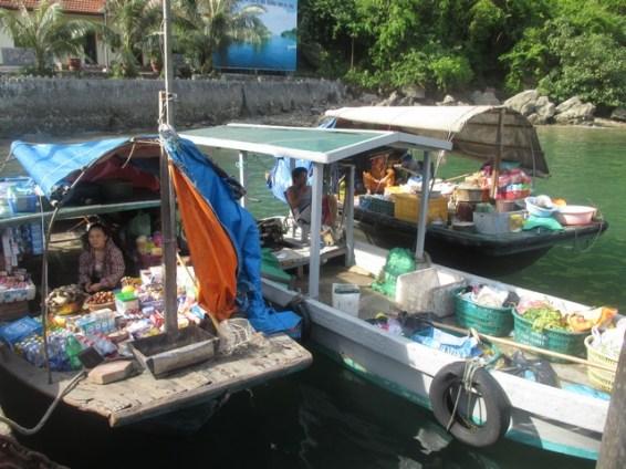 supermarché flottant Halong bay