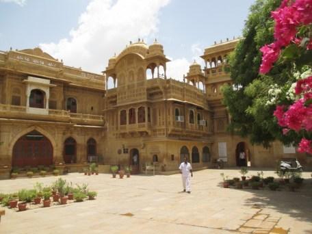 Cour entrée Mandir Palace