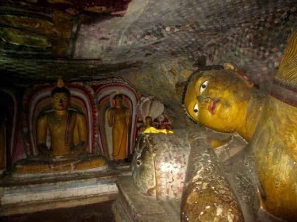 Bouddha couché Rock Temple