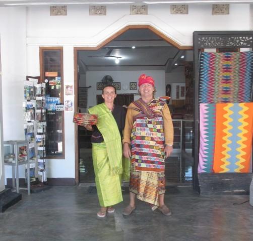 nath et Benoit en Tenue traditionnelle Lombok