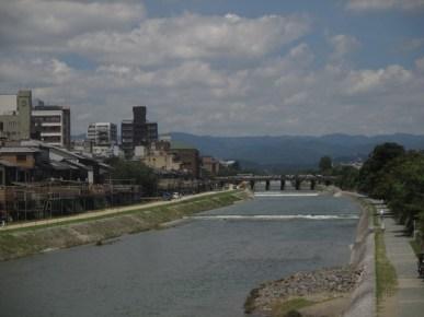 rivière entre Gion et le centre moderne de Kyoto