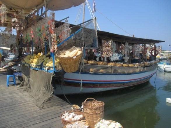 bateau-boutique de souvenirs Rhodes
