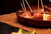 tomatitos cherry con albahaca