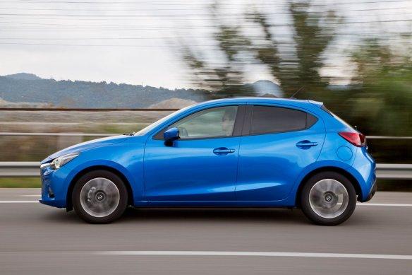 Mazda2_2015_Side