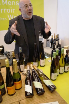 Terroirwein - die Agentur für WeinPersönlichkeiten. Terroir steht für das Zusammenspiel der Rebsorten mit Klima, Boden & Landschaft. Im Vordergrund stehen also Weine, bei denen die Winzer ein tiefes Verständnis mitbringen, um unter den Gegebenheiten den perfekten Wein zu kreieren: von hoher Qualität und gleichzeitig geschmacklich überzeugend. Auch Jacob Kühn Weine, über die ich im letzten Jahr schon berichtet hatte, waren wieder mit von der Partie.