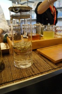 Paper & Tea. Der Laden in Berlin verkauft ausgewählte Tees, Teezubehör und Schreibwaren. Auch einen Tee aus Kenia gibt es im Sortiment!