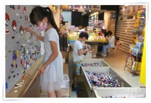網站近期文章:[台中]想樂 樂高專賣店~二手磚池免費玩、自組屬於自己的樂高人偶