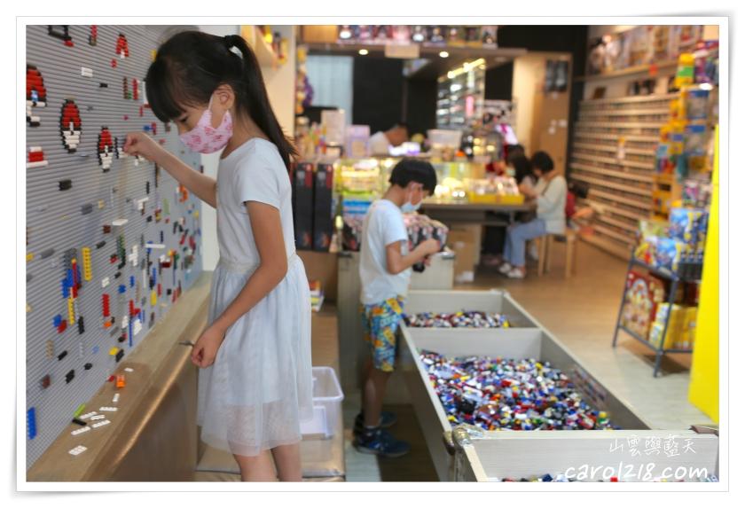 [台中]想樂 樂高專賣店~二手磚池免費玩、自組屬於自己的樂高人偶