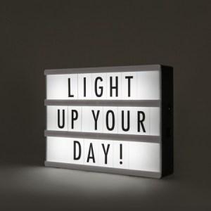 V--gglampa-med-str--mbrytare--LED-Lightbox-A5--Moderna-vit-polyester---LED-inkluderat---Inomhus-