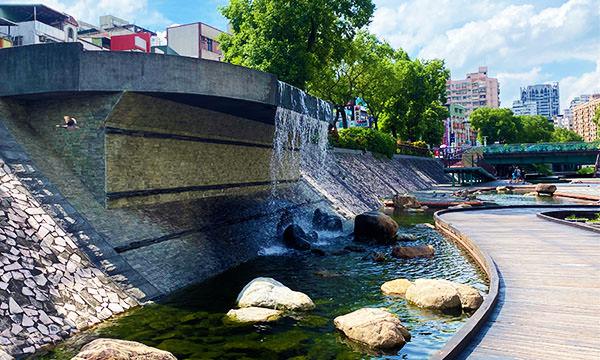 中港大排親水步道 瀑布造景